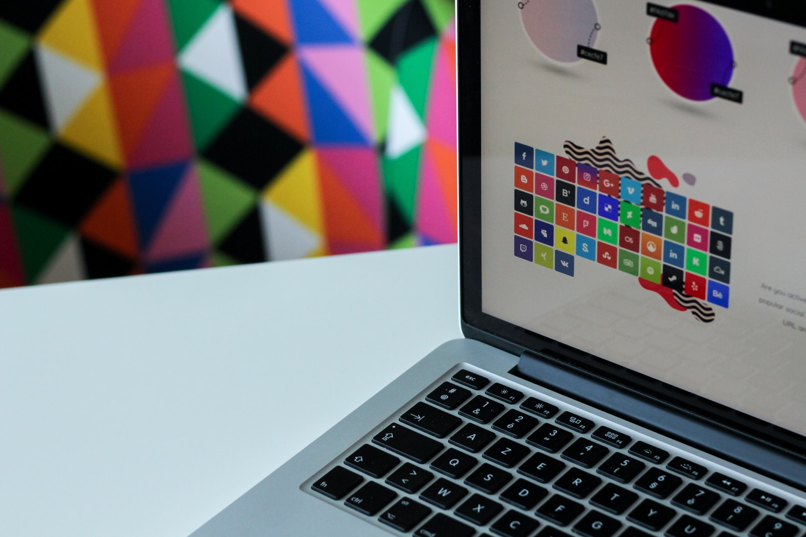 Tuyển dụng nhóm Design Freelancer mảng UX/UI